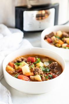 This 10-ingredient Low FODMAP Hamburger Vegetable Soup can be made in the slow cooker or on the stovetop. It's a hearty soup packed with low FODMAP veggies including potatoes, carrots, green beans, and tomatoes. #lowfodmap #beef #soup #slowcooker Low Fodmap Fruits, Low Fodmap Vegetables, Veggies, Fodmap Recipes, Beef Recipes, Soup Recipes, Cooker Recipes, Hamburger Vegetable Soup