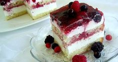 Strawberry Shortcake Cake (Under 10 Ingredients) - Little Broken Cake Frosting Recipe, Frosting Recipes, Cookie Recipes, Romanian Desserts, Russian Desserts, Strawberry Cakes, Strawberry Recipes, Strawberry Shortcake, Strawberry Patch