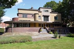 On the market: Gentiel Eeckhoutte-designed art deco property in Waregem, Belgium - WowHaus - annika Bauhaus Architecture, Retro Interior Design, Art Deco Furniture, Plywood Furniture, Modern Furniture, Furniture Design, Bauhaus Art, Streamline Moderne, Art Deco Buildings