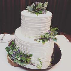 いいね!50件、コメント1件 ― アークリッシュさん(@arcriche_bridal)のInstagramアカウント: 「. 🌿 Simple × Natural 🌿 とっても大人でおしゃれなウェディングケーキ . #ウェディングケーキ #結婚式 #ART花嫁 #ホテルアークリッシュ豊橋 #シンプル #ナチュラル…」 Simple Elegant Wedding, Elegant Wedding Cakes, Mr And Mrs Wedding, Wedding Crashers, Cake Images, Wedding Cake Toppers, Amazing Cakes, Vintage Dresses, Drinking Game