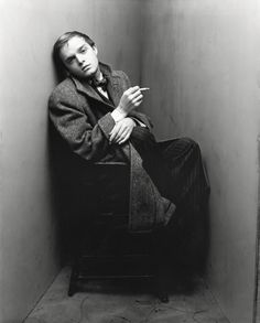 Truman Capote, New York, 1948 Irving Penn. © The Irving Penn Foundation Senior Girl Photography, Portrait Photography, Fashion Photography, Irving Penn Portrait, Fotografie Portraits, Lee Radziwill, Centenario, Famous Photographers, Salvador Dali