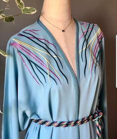 Mode Abaya, Mode Hijab, African Fashion Dresses, Hijab Fashion, Moroccan Caftan, Caftan Dress, Doha, Dress Sewing Patterns, Ao Dai