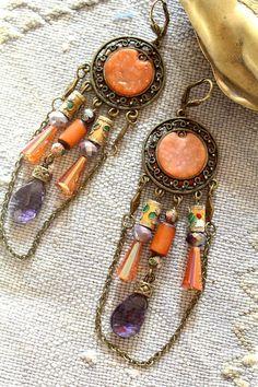 Longues boucles bohème- chandelier avec cabochon polymère-breloques et chaine- émail cloisonné, noix de Buri, verre- boho- création unique