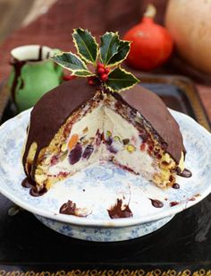I've prepared this pud for the last 2 years and everyone loves it - I use amaretto instead of vin santo and I add dried mango and dried sour cherries…also I buy some carluccios nougat with pistachios in it and break it into bits and bury those in the put too….it is absolutely delicious and sooo easy