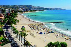 PLAYA HELIÓPOLIS / Benicàssim - Excepcional playa que cuenta con todo tipo de servicios y una gran oferta de actividades de ocio para el disfrute de los veraneantes. El paseo marítimo y el carril para bicicletas contiguos flanquean todo el recorrido de esta extensa playa que llega a unirse al sur con las playas de Castellón de la Plana.
