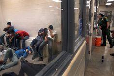 Diese Flüchtlinge wurden von Patrouillen aufgegriffen und in die Grenzstaton von McAllen in Texas gebracht