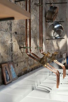 Exposed copper pipe taps in the kitchen. I think this image is from Grow Your Own Drugs film location. Is it really James Wong's home? Copper Taps Kitchen, Copper Pipe Taps, Kitchen Sink, Rustic Kitchen, Copper Faucet, Kitchen Dining, Dining Room, Home Interior, Interior Design Kitchen