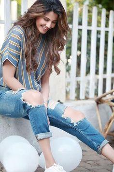 Happy and carefree #DaisyShah #Bollywood #Photoshoot