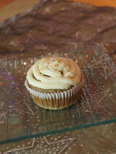 Almás muffin mascarponés fehércsokis krémmel Muffin, Cake Recipes, Cupcakes, Breakfast, Food, Animals, Mascarpone, Morning Coffee, Cupcake Cakes