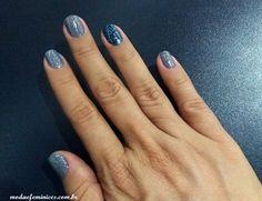 Unhas cinza e filha unica azul escuro - Fashion Nails gray blue - Art Nail - Unhas decoradas | http://modaefeminices.com.br/2016/12/11/unhas-cinza-e-filha-unica-azul-escuro/