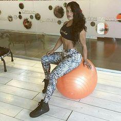 Buenos días mis Mulaticos pendiente de mis nuevas rutinas de entrenamiento que van estar súper geniales !!!!! Con mi súper nueva colección mi marca patrocinadora de @mulatafit  síguela por ella siempre entreno divina 💪🏾👍🏾👏🏾💪🏾 @gyneka @gyneka