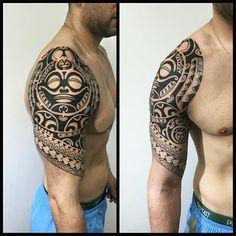 Mais uma sessão para meia manga. #maoritattoo #maori #polynesian #tattoomaori #polynesiantattoos #polynesiantattoo #polynesia #tattoo #tatuagem #tattoos #blackart #blackwork #polynesiantattoos #marquesantattoo #tribal #guteixeiratattoo #goodlucktattoo #tribaltattooers #tattoo2me #inspirationtatto #tiki #tikitattoo