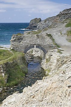 Coastal bridge, Cornwall England https://www.stopsleepgo.com/vacation-rentals/cornwall/england/united-kingdom
