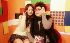 Dal Shabet's Subin snaps photo with legendary singer Yang Hee Eun