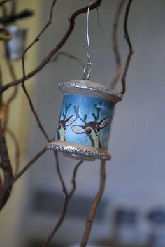 Primitive & Proper: Vintage Wood Spool Ornaments (A Tutorial) & More Christmas Decor