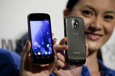 Ambos teléfonos debutarán en el mercado con la última versión del sistema operativo Android.