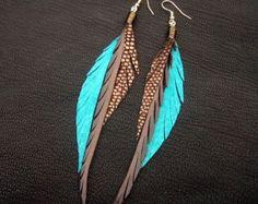 Boucles doreilles plumes en cuir gris et par CyclonaDesigns