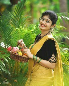 Sani2a27 Kerala Saree, South Indian Sarees, Set Saree, Kerala Bride, Pinterest Girls, Thing 1, Indian Bridal Fashion, Blouse Models, Malayalam Actress