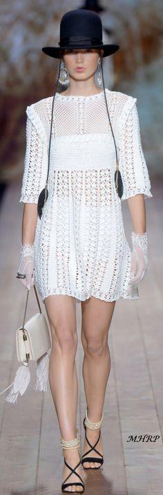 elisabetta-franchi-rtw-spring-2018-milan-fashion-week-mfw- White Shirts Women, Blouses For Women, Red Blouses, Chiffon Blouses, Crochet Summer Dresses, Simply Crochet, Boho Fashion, Milan Fashion, Moda Boho