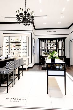 "Parfum-""Layering"" à la Jo Malone London Showroom Interior Design, Hotel Room Design, Boutique Interior, St. James Park, Jo Malone Store, Café Design, Jewelry Store Design, Beauty Salon Design, Luxury Home Decor"