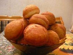 Люблю домашние пончики, небольшие на два укуса. Можно с чаем, с кофе, с молоком, а если пончики без начинки, то можно просто макать их в клубничный джем, или в сгущенку. Ингредиенты: Для тес…