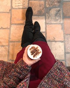 ROXANE - Insta : Coffee break at the office. What do you do when your battery is running low? Have a cappuccino!