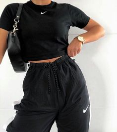 iconic fashion on - Outfit ideen , Cute Comfy Outfits, Chill Outfits, Sporty Outfits, Nike Outfits, Trendy Outfits, Sneaker Outfits, Sneakers Fashion Outfits, Mode Kpop, Lazy Outfits
