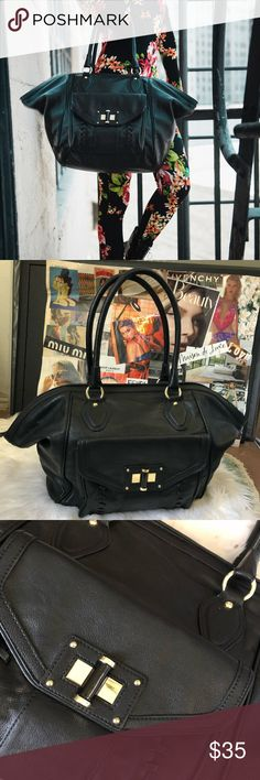 You big black bag 🖤 Perfect for the beach if floral & stripes are not your season. Perfect for that sleepover, or just perfect for that giant black bag to carry multiple items.  Black leather w/ gold clasp and gold hoops. Nine West Bags Shoulder Bags