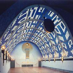 Himmelssaal mit parabelförmiger Wölbung aus Glasbausteinen mit Lebensbaummotiv (Bernhard Hoetger 1931)