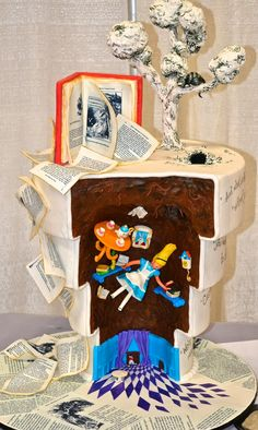 Amazing Alice in Wonderland cake...I wish I can ♥ this 100x over.