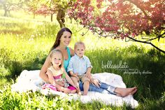 #childrensphotography #what2wear #cherryblossoms #minnesota #familyphotographer #mommy&me #bellasaluti