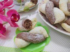Se vi piacciono i biscotti, e se avete l'abitudine di prepararli in casa non potete non preparare i biscotti intrecciati di ricotta. Sono semplici da fare.