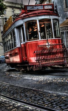 Lissabon, Portugal by novistart1, via Flickr - Follow us on www.reflex-mania.com