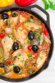 CHICKEN PROVENCAL: traditional French recipe with bell peppers and shallots Chicken Provencal is a French recipe perfect for the summer thanks to the fresh notes given from the herbs, olives, bell peppers and fresh tomatoes! Traditional French Recipes, Classic French Dishes, French Chicken Recipes, Italian Recipes, French Food Recipes, French Chicken Dishes, French Desserts, Mexican Chicken, Just Cooking