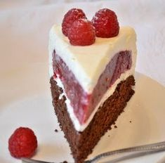 I could eat them all the time. I think this cake is a real beauty. It is really easy so try to bake it :). Raspberry Cheesecake, Cheesecake Recipes, Dessert Recipes, Raspberry Cake, Pear And Almond Cake, Almond Cakes, Gourmet Cakes, Food Cakes, Scary Cakes