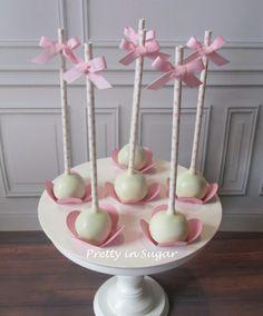 O Batizado da Emília. Cakepops | Cake Stand by Coco&Baunilha.