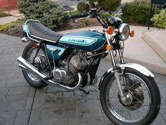 Vintage Kawasaki ~ like the paint job
