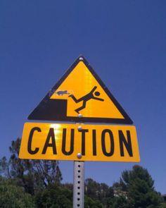Panneau d'avertissement : attaque de chat possible