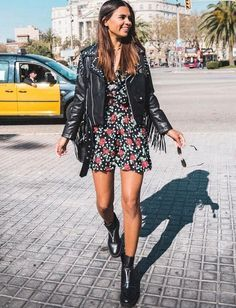 """""""Having a mentor at work changes the way you look at yourself"""" - Miriam Lasserre - - « Avoir un mentor au travail change le regard que vous portez sur vous-même Looks Street Style, Street Style Summer, Looks Style, Mode Outfits, Casual Outfits, Fashion Outfits, Fashion Trends, Dress Fashion, Jackets Fashion"""