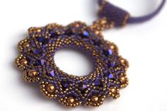 Beautifully beaded round pendant with bicone beads. Beaded Jewelry Designs, Handmade Beaded Jewelry, Beaded Rings, Beaded Necklace, Schmuck Design, Beads And Wire, Etsy, Pendant Jewelry, Jewelry Crafts