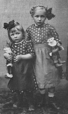 They almost look scared.kind of sad for such little beauties----Vintage Picture of Girls Vintage Children Photos, Images Vintage, Vintage Girls, Vintage Love, Vintage Pictures, Vintage Postcards, Vintage Prints, Antique Photos, Vintage Photographs