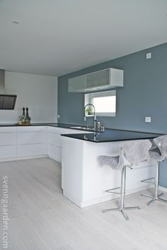 Bilderesultat for minty breeze voxtorp Kitchen Interior, Kitchen Design, Nice Kitchen, Green Painted Walls, Nordic Living, Scandinavian Kitchen, Home Living Room, Cool Kitchens, Diy Home Decor