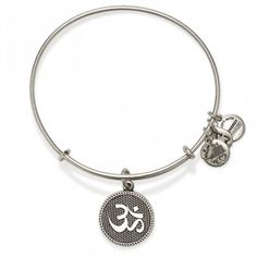 Not sure why the pic is in silver but i love this ohm.