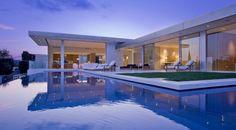 Maison avec piscine débordement