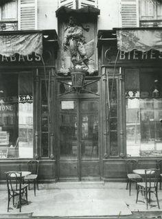 """Café """"A Jean Bart"""", 38 avenue de La Motte-Picquet, 1911 / Photography: Eugène Atget"""