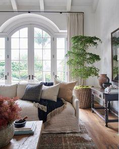 Design Living Room, Living Room Interior, Home Living Room, Living Room With Plants, Living Room Ideas 2020, Living Room Styles, Living Room Windows, Interior Livingroom, Casual Living Rooms