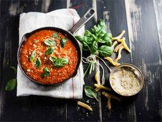 Helppo tomaattikastike pastalle