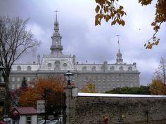 The Seminary, founded 1668  Tre Francais, non?  Old Quecec City