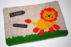 Untersuchungshefthülle Löwe aufgeklappt