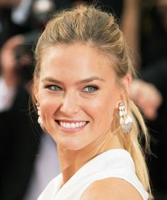 bar rafaeli beauty | Bar Refaeli's No-Makeup Selfie Will Give You Serious Skin Envy ...